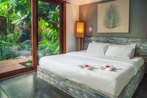 A bed or beds in a room at The Box - Lipe Resort