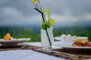 A restaurant or other place to eat at Patal Kikian Villa