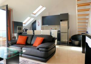 A seating area at Luxury Apartment Living Funchal
