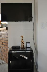A television and/or entertainment center at Casa Búzios Praia Rasa