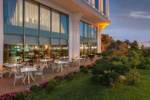 A restaurant or other place to eat at Elite World Business Hotel