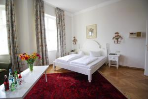A bed or beds in a room at Hotel Seibel