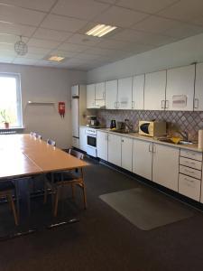 A kitchen or kitchenette at Fjordlyst Hotel