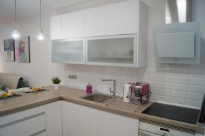 Una cocina o zona de cocina en Apartamento Canteras Playa