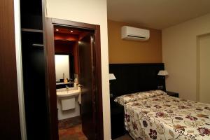 Ein Badezimmer in der Unterkunft Hostal Restaurante La Bartola