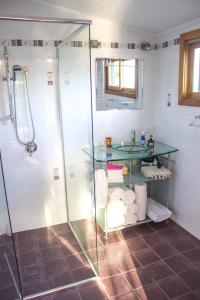 A bathroom at Billabong Cottage