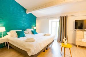 Un ou plusieurs lits dans un hébergement de l'établissement Hotel Restaurant des Maures