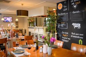 Een restaurant of ander eetgelegenheid bij Campanile Hotel & Restaurant Rotterdam Oost