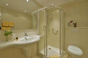 Ein Badezimmer in der Unterkunft Haus Neugebauer Hotel BB