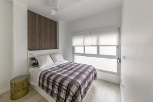 Cama o camas de una habitación en Deluxe Apartment Las Canteras with Wifi