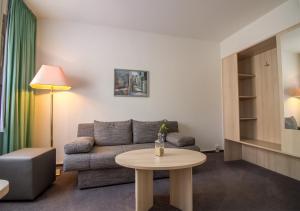 Ein Sitzbereich in der Unterkunft Hotel & Restaurant 5 Linden