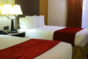 A bed or beds in a room at Best Western PLUS Galleria Inn & Suites