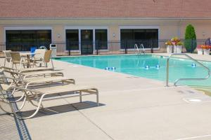 The swimming pool at or near Best Western PLUS Galleria Inn & Suites