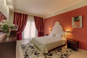 Ένα ή περισσότερα κρεβάτια σε δωμάτιο στο Mouzaki Hotel & Spa