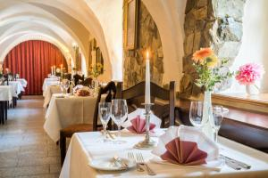 مطعم أو مكان آخر لتناول الطعام في Schlosshotel Klaffenbach