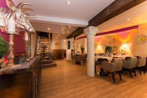 A restaurant or other place to eat at Hotel Kronenhof