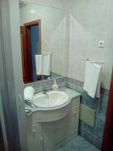 A bathroom at Magalhães House