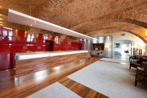 De lobby of receptie bij Jet Hotel