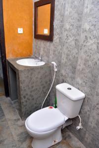 A bathroom at Cheeky Monkey Surf Camp
