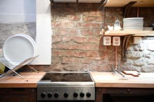 O bucătărie sau chicinetă la Giotto Apartments