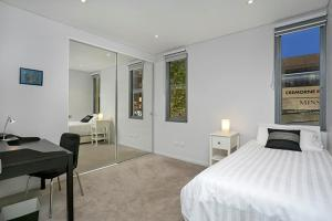 A bed or beds in a room at Two Bedroom Apartment Spofforth Street(SPF10)