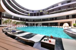 The swimming pool at or close to Hue Hotels and Resorts Boracay Managed by HII