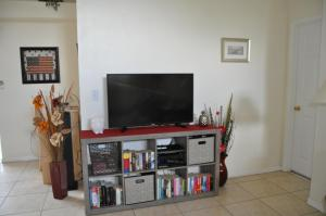 A television and/or entertainment centre at Villa Cosy - Kissimmee
