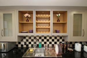 A kitchen or kitchenette at The Ormonde