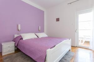 A bed or beds in a room at Villa Mirjana