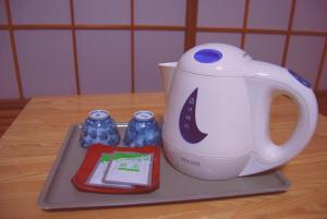 Coffee and tea-making facilities at Hakuba Hotel Ougiya