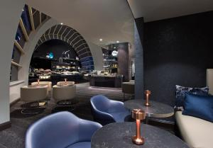 The lounge or bar area at Sheraton Grand Sydney Hyde Park