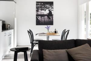 A seating area at Lake Daylesford Apartment 6