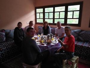 Ein Restaurant oder anderes Speiselokal in der Unterkunft Dar Atlas