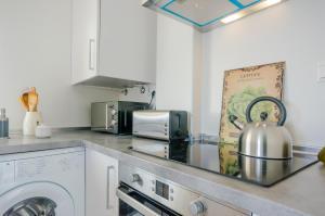 A kitchen or kitchenette at Apartamentos Moran