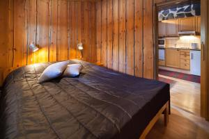 Säng eller sängar i ett rum på Holiday Club Pyhäniemi Cottages