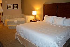 A bed or beds in a room at Wyndham Garden Hotel Cross Lanes Charleston