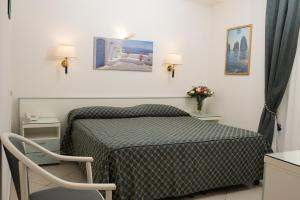 A bed or beds in a room at Hotel Weber Ambassador
