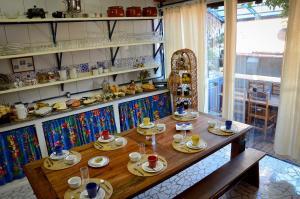 Um restaurante ou outro lugar para comer em Pousada La Luna