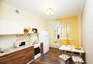 Кухня или мини-кухня в Apartment on Lermantova