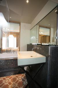 A bathroom at Sanakeo Boutique & Spa