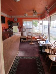 A restaurant or other place to eat at Budget Inn Motel Dalhart