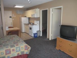 A kitchen or kitchenette at Okanagan Seasons Resort