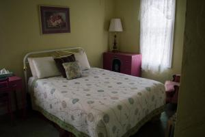 A bed or beds in a room at La Plaza Historic Hotel & Restaurant