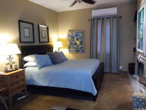 A bed or beds in a room at Catalina Park Inn Bed and Breakfast