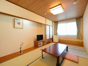 A television and/or entertainment centre at Hotel Wellness Notoji