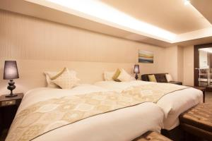 A bed or beds in a room at The Centurion Classic Akasaka