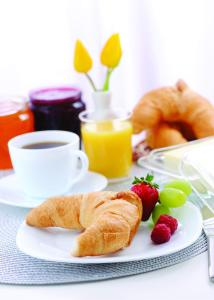 Breakfast options available to guests at Park Plaza Arena Pula