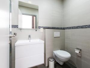 A bathroom at Urban Suites Brussels Schuman