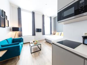 A kitchen or kitchenette at Urban Suites Brussels Schuman