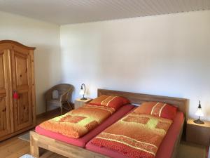 Ein Bett oder Betten in einem Zimmer der Unterkunft Ferienwohnung Schlössershof